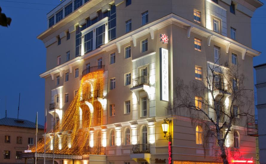 Вечернее освещение отеля HELIOPARK Residence
