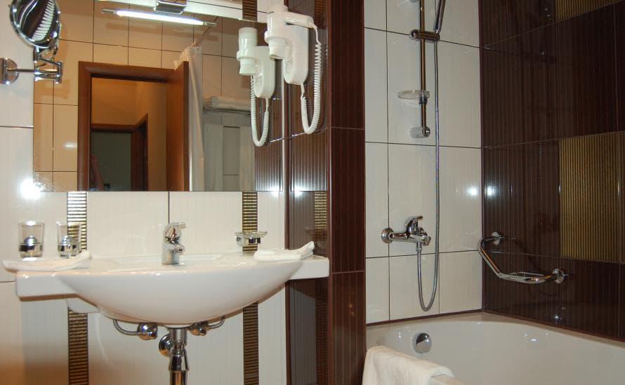 Ванная комната в номере отеля HELIOPARK Residence