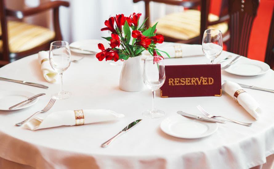Сервировка столика в ресторане Давыдов