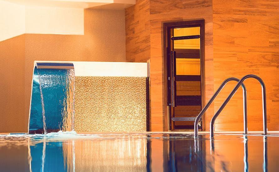 Бассейн в HELIO SPA отеля HELIOPARK Residence