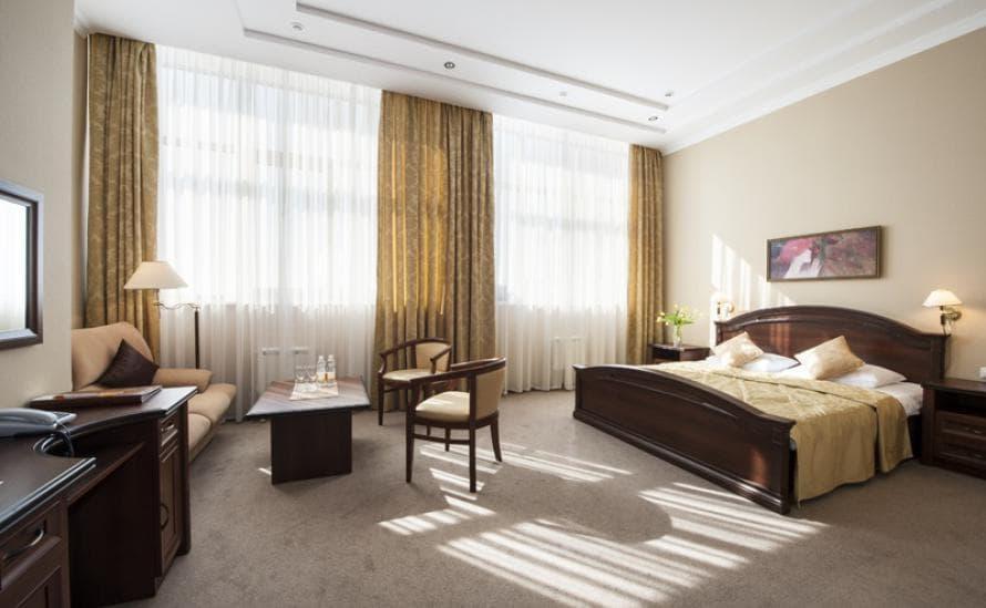 Комфортный номер с дополнительным раскладным диванчиком в отеле HELIOPARK Residence